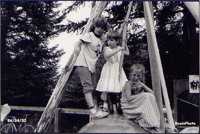 863430-kids-on-ride