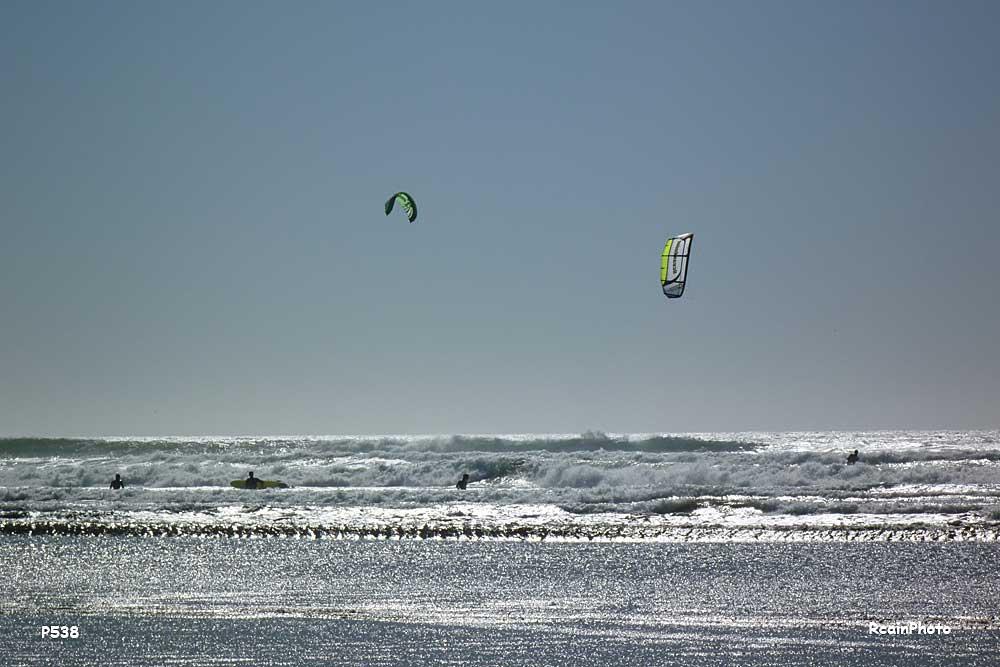 P1000538-surfers