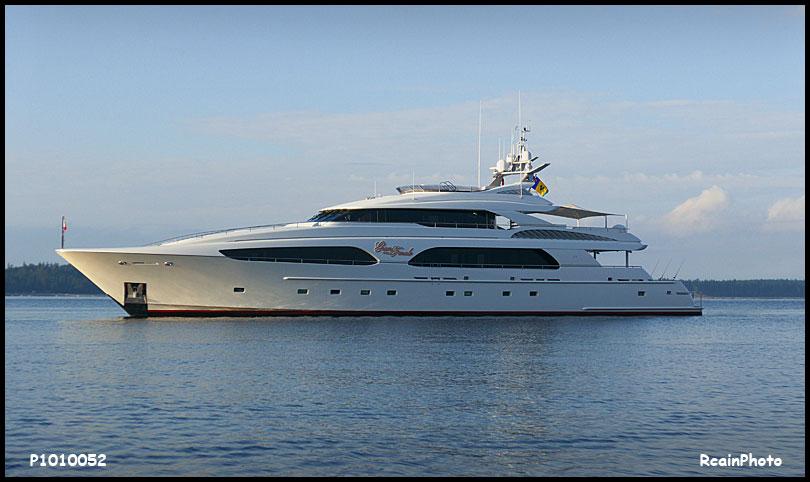P1010052-yacht