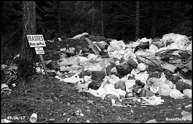 890617-recycling-plastics-pile