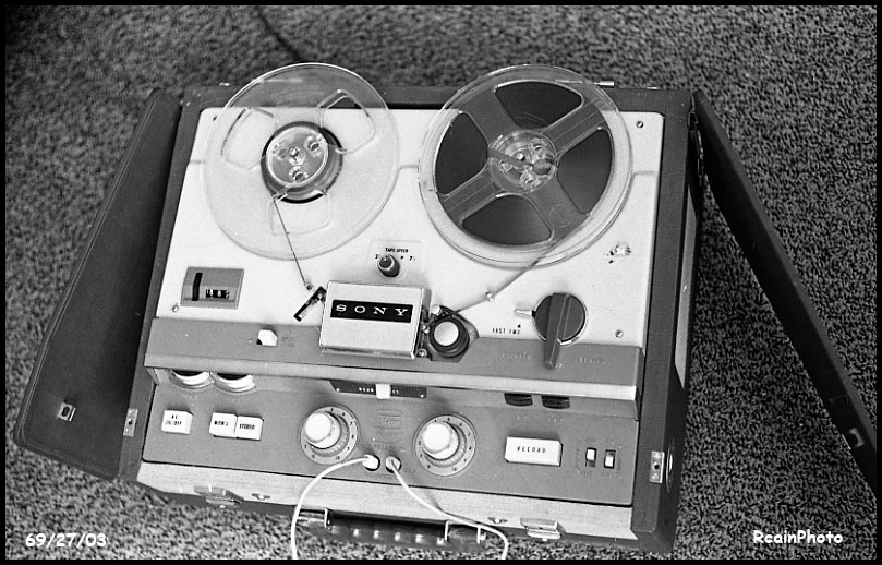 692703-tape_recorder