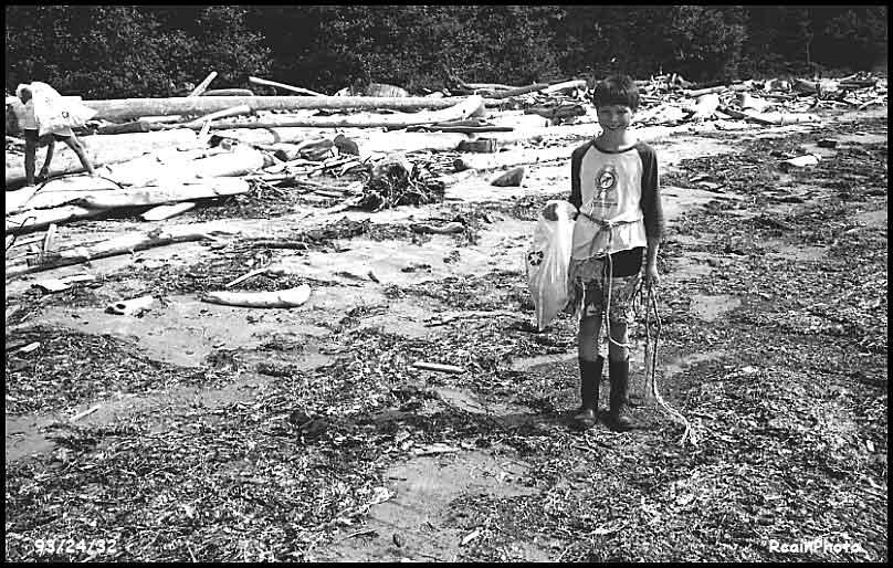 932432-beach-cleanup