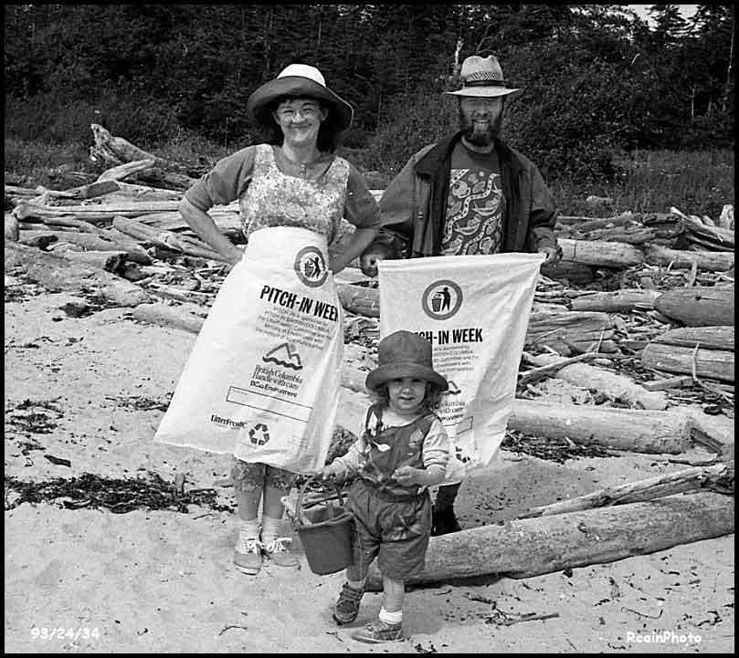 932434-beach-cleanup